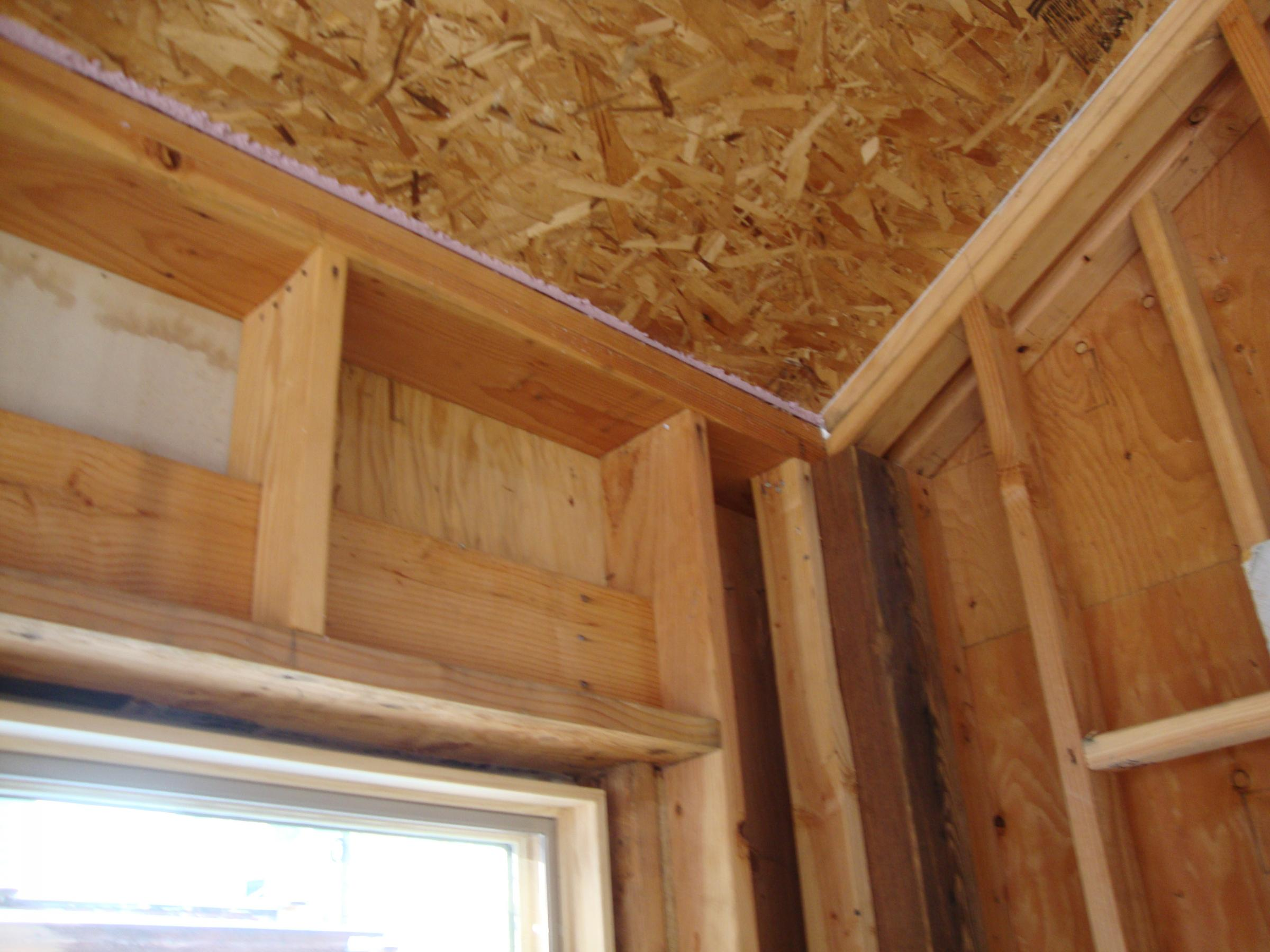Open corners reduce thermal bridging